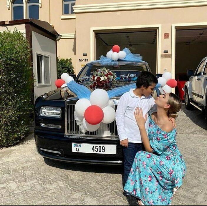 Niño recibiendo un auto de lujo ;20 'Niños ricos' en Instagram que presumen todo lo que compran con el dinero de papá