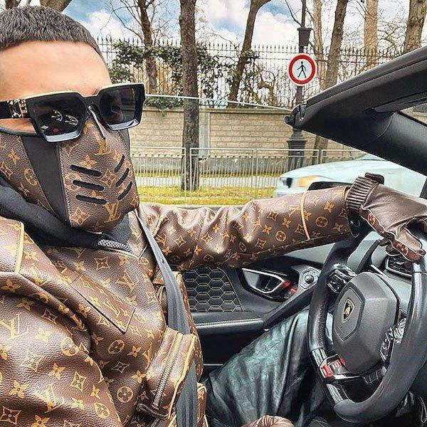 Hombre llevando mascarilla ;20 'Niños ricos' en Instagram que presumen todo lo que compran con el dinero de papá