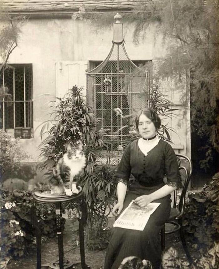 Mujer en un jardín de cánnabis ;16 Pruebas de que los abuelos eran cool y no necesitaban de filtros en sus fotos