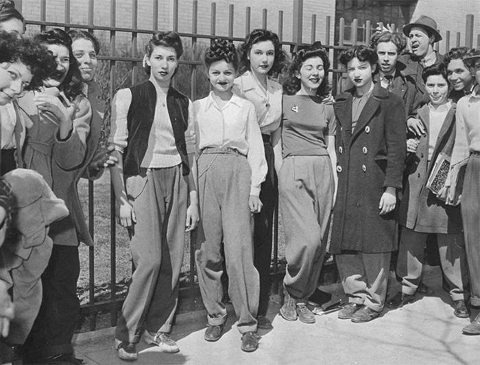mujeres protestando ;16 Pruebas de que los abuelos eran cool y no necesitaban de filtros en sus fotos