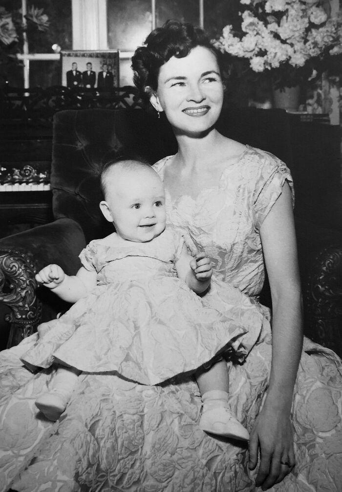Madre e hija con conjuntos iguales ;16 Pruebas de que los abuelos eran cool y no necesitaban de filtros en sus fotos