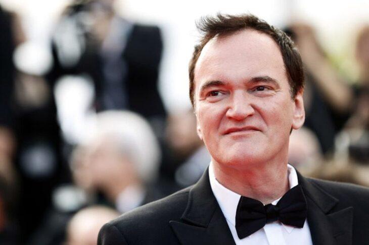 Quentin tarantino posando durante una alfombra roja en los Oscares