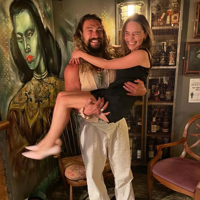 Jason Momoa y Emilia Clarke