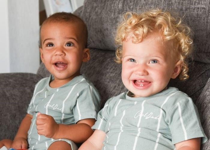 Madre de bebés birraciales en el Reino Unido