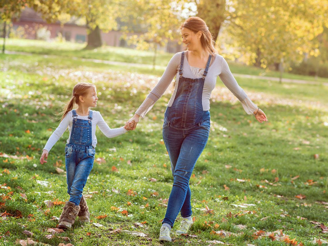 Mamás trabajadoras crían hijas exitosas e independientes estudio