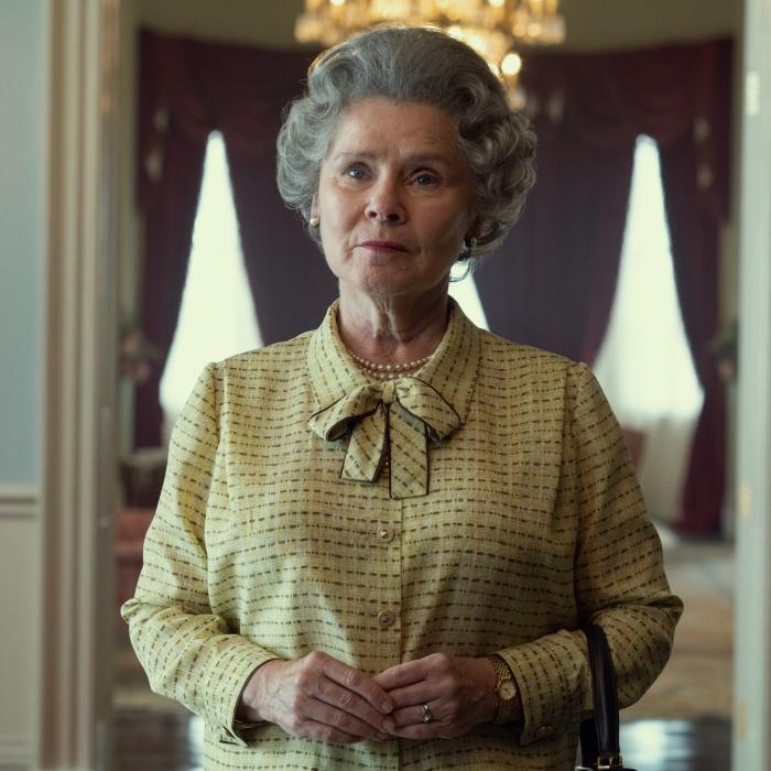 Imelda Stauton como la reina Isabel II