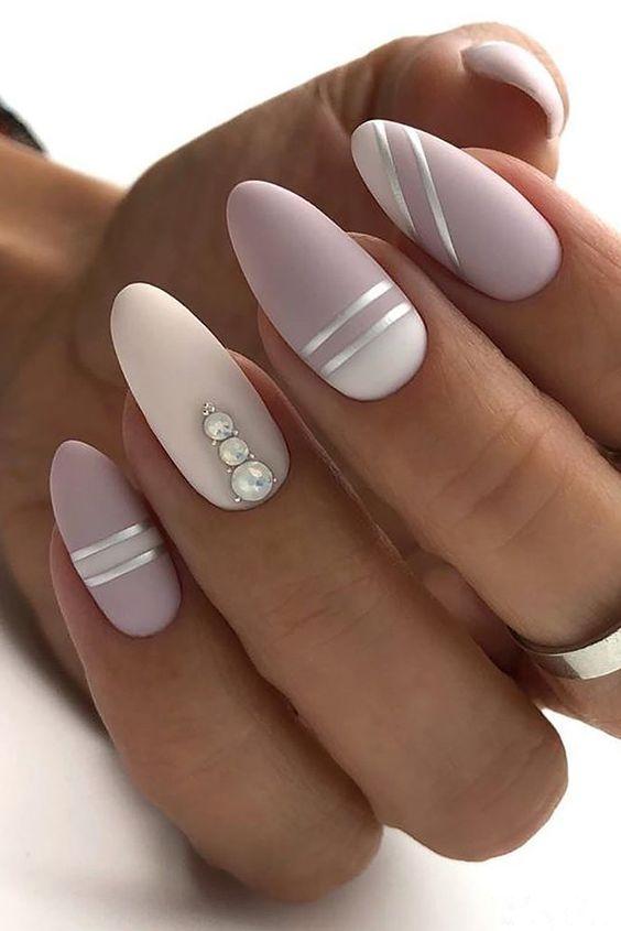 Manicura con perlas en un dedo ;17 Manicuras con perlas para sentirte como una sirena real