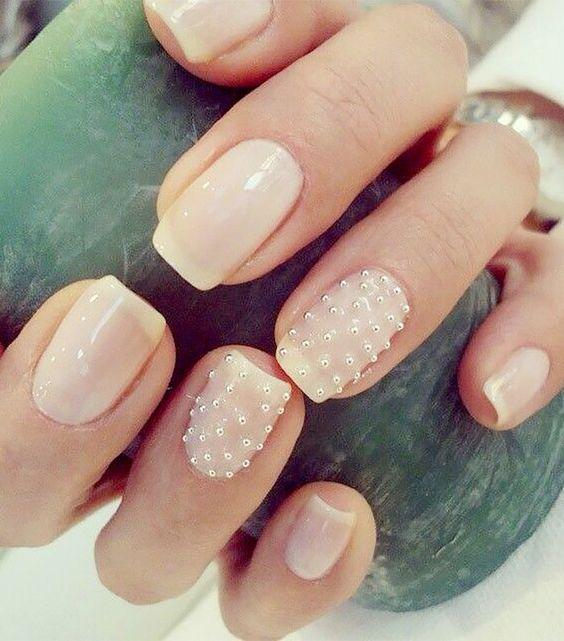 Manicura con perlas en dos dedos ;17 Manicuras con perlas para sentirte como una sirena real