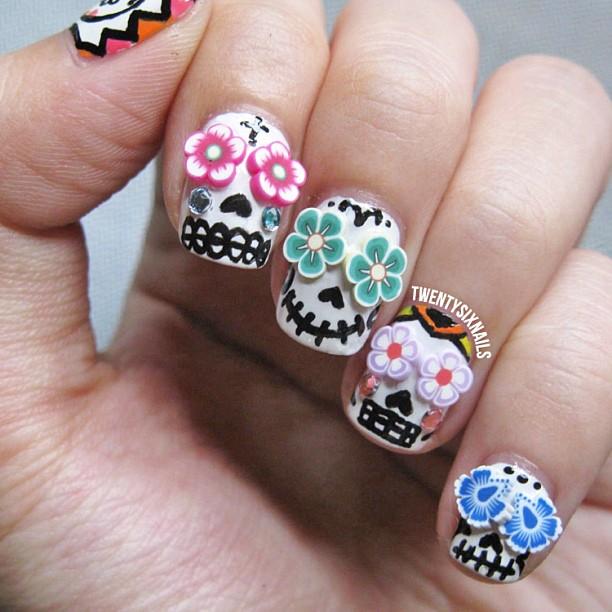 Uñas con calaveras; ;20 Ideas para darle a tus uñas un estilo mexicano y lleno de color