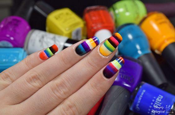 Uñas con líneas de colores fluorescentes ;20 Ideas para darle a tus uñas un estilo mexicano y lleno de color