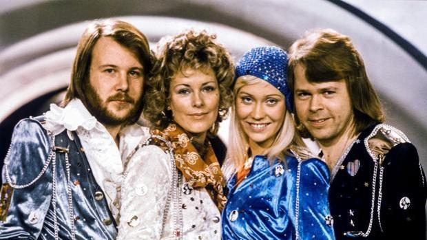 Grupo ABBA posando para una fotografía