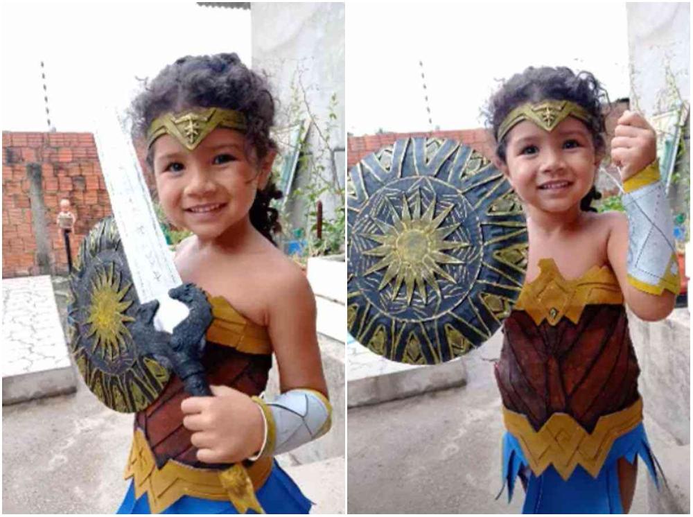 Niña vestida como la Mujer Maravilla; Abuela creó un bello disfraz de Mujer Maravilla para su nieta