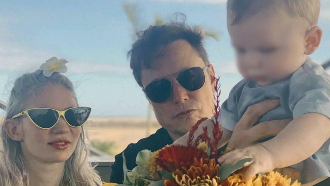 Elon Musk y Grimes junto a su hijo