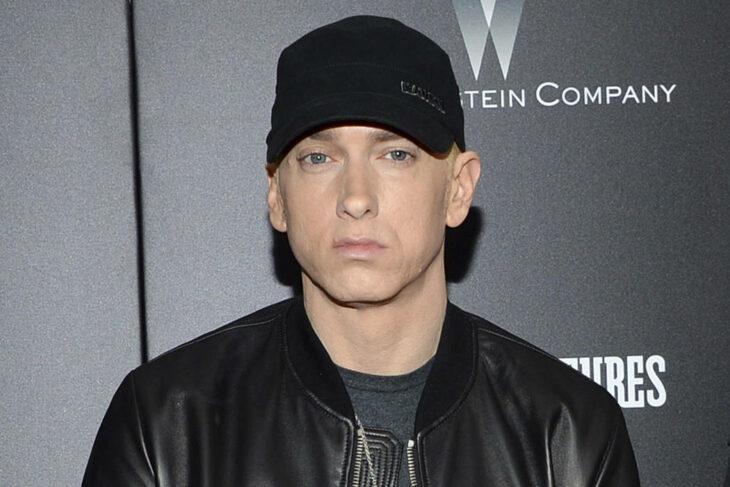 Eminem posando para una fotografía