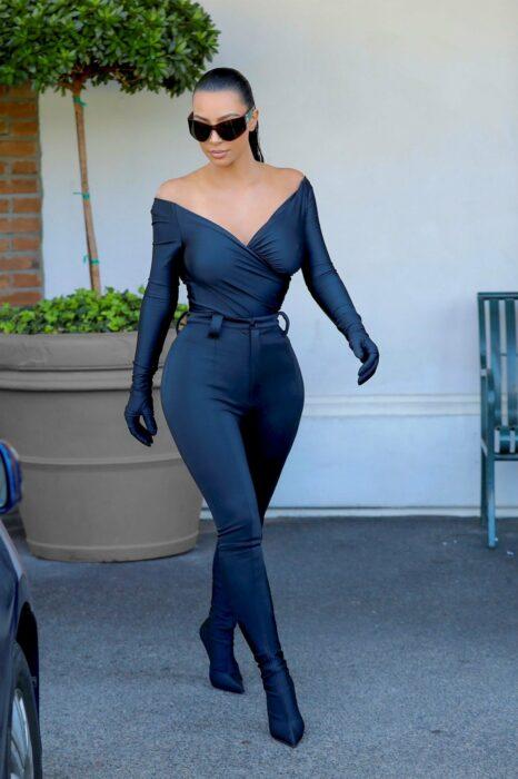 Kim Kardashianposando para una fotografía