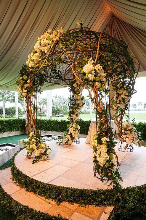 Altar en forma de kiosko ;15 Altares de boda que te harán decir: 'Sí, acepto'