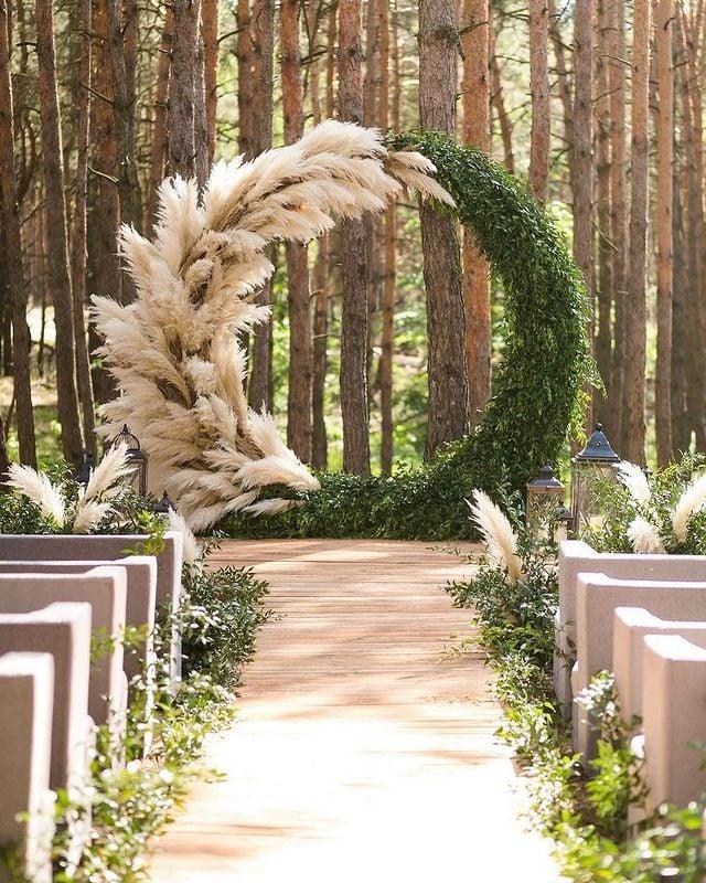 altar con círculo y arbustos ;15 Altares de boda que te harán decir: 'Sí, acepto'