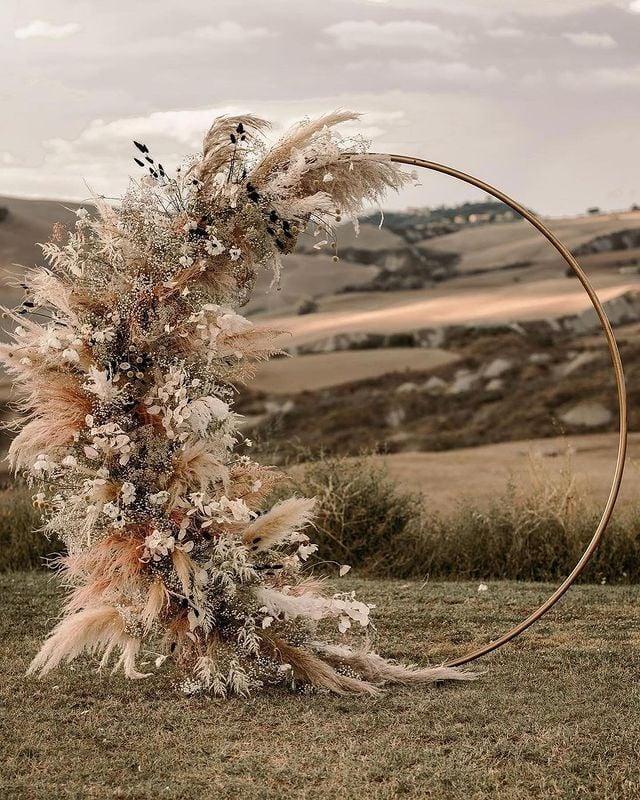 altar circular con flores ;15 Altares de boda que te harán decir: 'Sí, acepto'