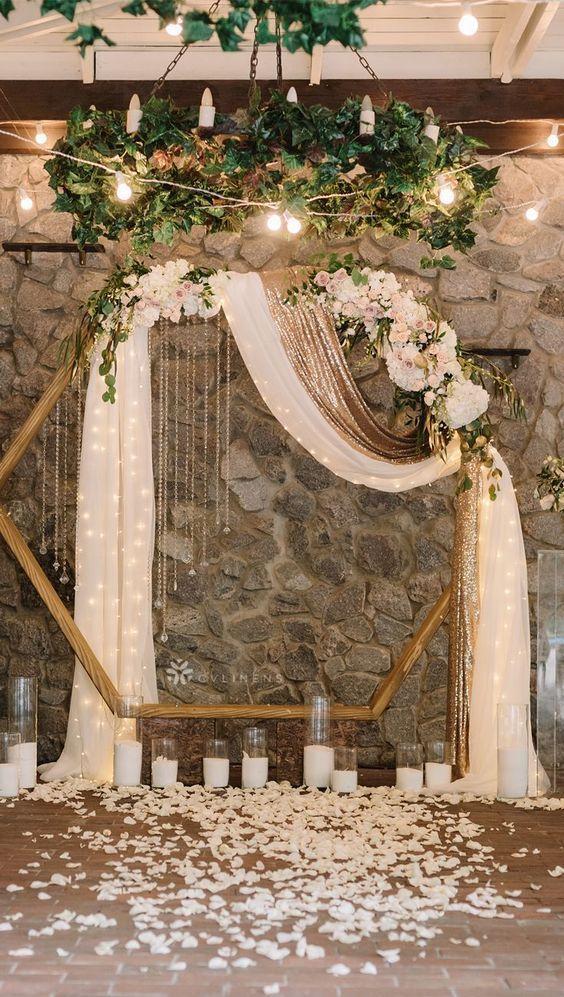 altar de boda en forma de hexágono ;15 Altares de boda que te harán decir: 'Sí, acepto'