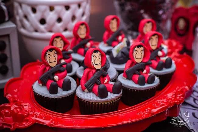cup cakes; cakepops ;Ideas para una fiesta al estilo de La casa de papel