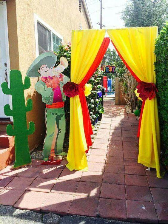 entrada con mariachi ;Ideas para una fiesta mexicana