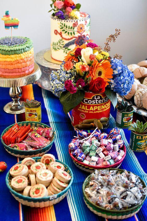 mesa de dulces ;19 Ideas para una fiesta mexicana colorida y con mucho sabor