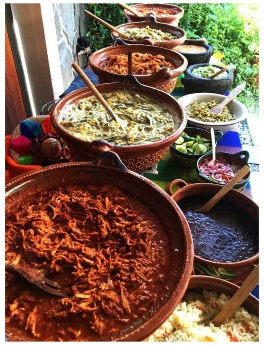 ollas con comida ;19 Ideas para una fiesta mexicana colorida y con mucho sabor