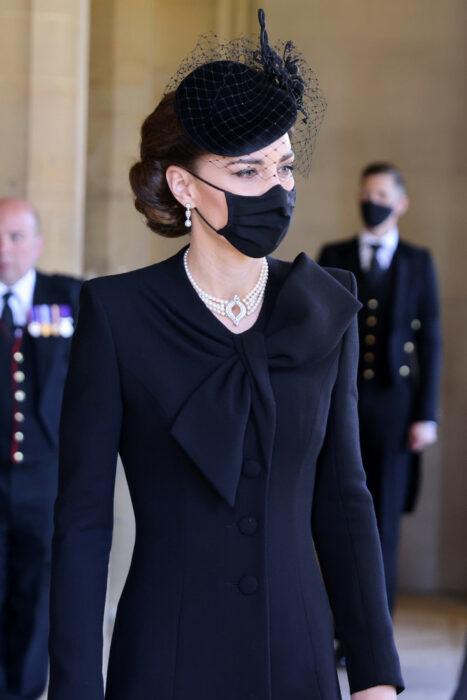 Kate Middleton luciendo un estilo sobrio y elegante