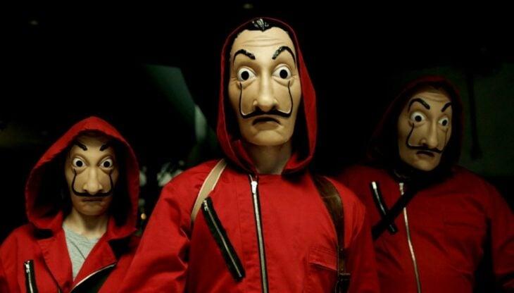 Personajes de La casa de Papel vestidos de Dalí
