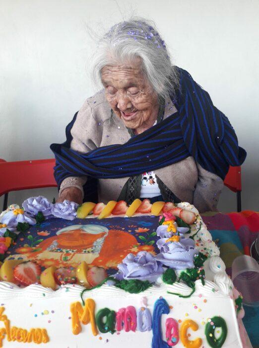 Mamá coco de la vida real festejando su cumpleaños