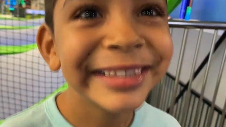 Niño busca una familia que lo adopte con tierno mensaje
