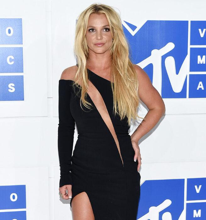 Britney Spears posando para una fotografía