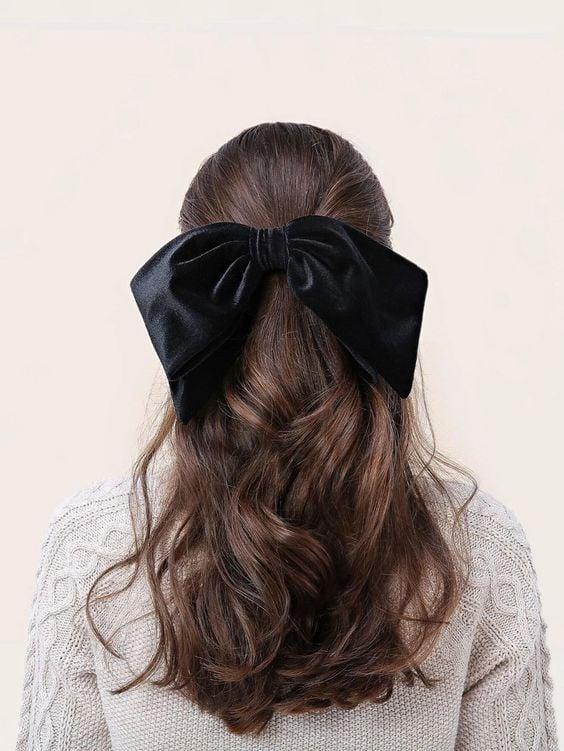 peinado con moño ancho ;15 Peinados para ser la nueva Daphne Bridgerton