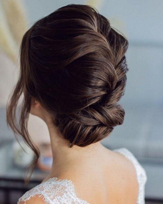 Peinado con chongo trenza ancha ;15 Peinados para ser la nueva Daphne Bridgerton