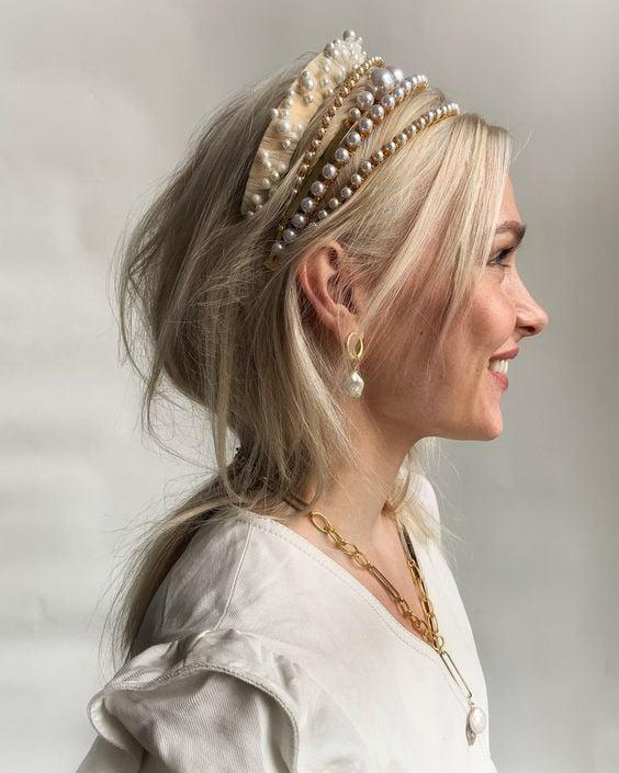 Peinado con diademas ;15 Peinados para ser la nueva Daphne Bridgerton