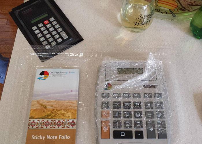 Calculadora vieja; 17 Abuelitos que tuvieron divertidos problemas con la tecnología