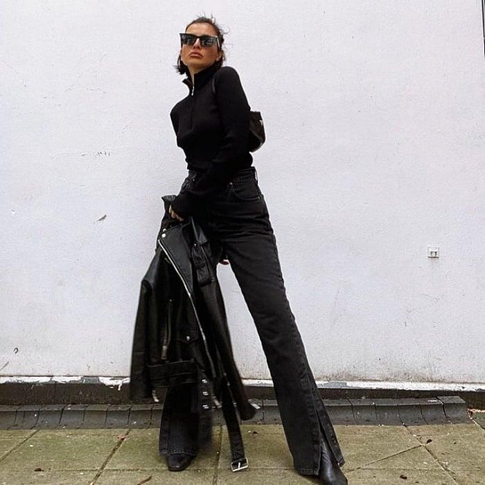 chica, chava de cabello largo, corto, rubio, oscuro, negro, recogido usando un top blanco, negro, nude, beige, jeans, pantalones negros, tenis, botas, tacones, lentes de sol, bolso, chamarra, gabardina, cuero