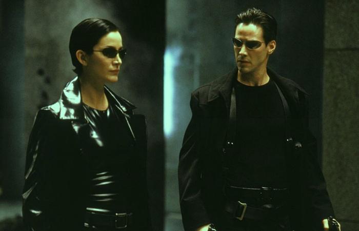 Carrie-Ann Moss y Keanu Reeves como Neo y Trinity