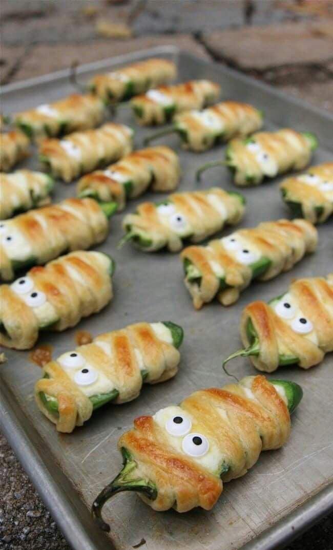 chilitos rellenos de queso crema ;18 Ideas para celebrar tu baby shower en Halloween