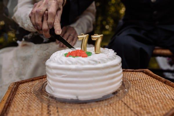 Abuelitos celebran 77 años de casados con una boda