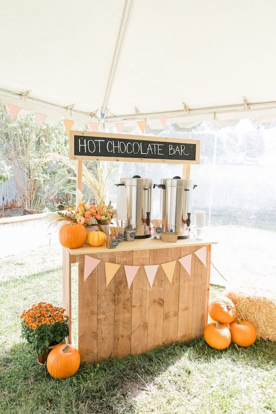 Barra de chocolate caliente ;18 Ideas para celebrar tu baby shower en Halloween