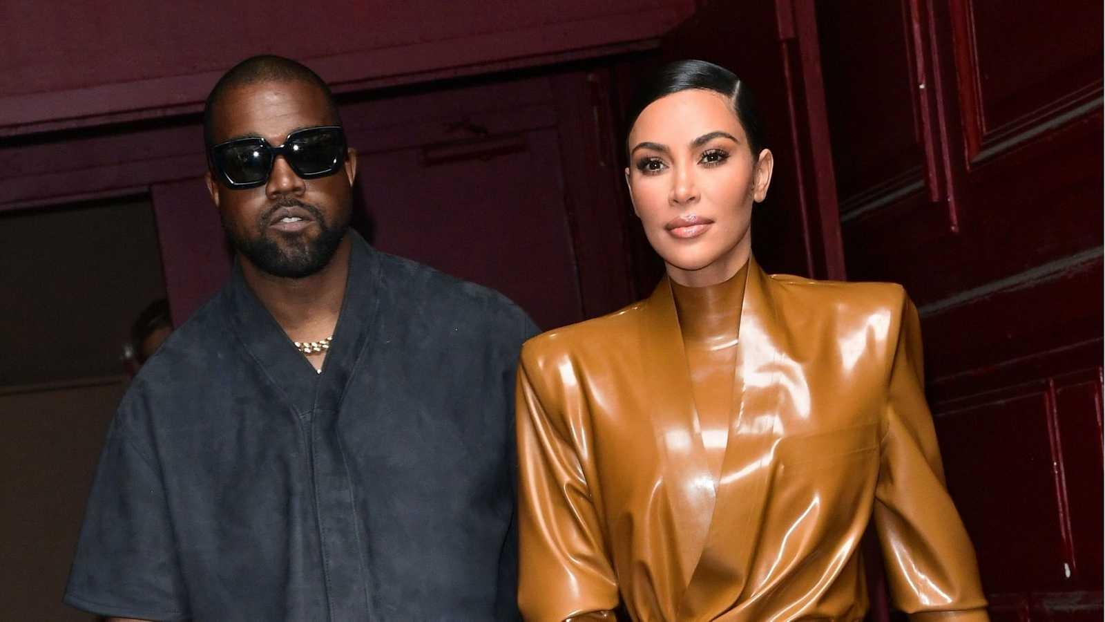 Kanye West y Kim Kardashian; Kim Kardashian debuta en 'SNL' con un irreverente monologo que puso a reír a internet