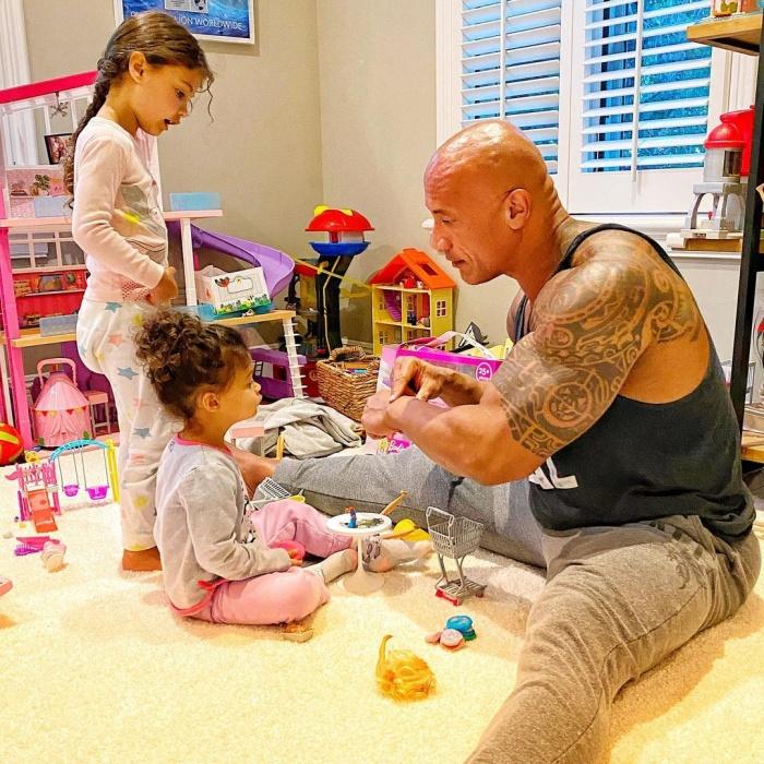 Dwayne La Roca Johnson con sus hijas Tiana, Simone y Jasmine